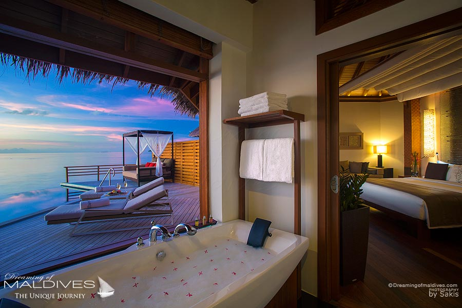 Baros Maldives Baros Water Pool Villa Bathroom with a view