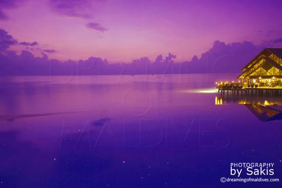 Anantara Dhigu Maldives, Coucher de Soleil sur le Restaurant principal, Fuddan