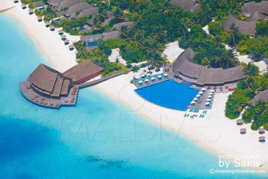 Anantara Dhigu Maldives, Vue Aérienne sur la Piscine, le restaurant Fuddan et la Plage