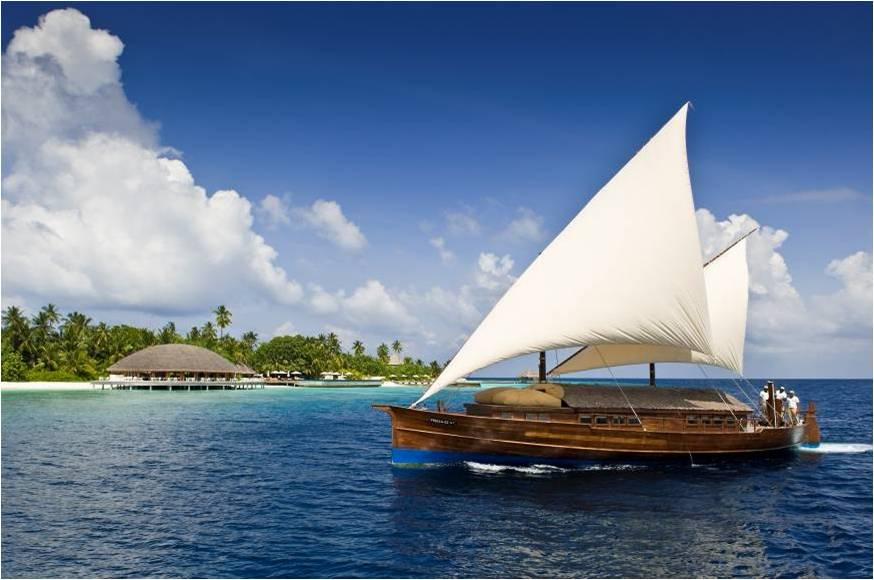 Vivez sur l'eau a bord d'un Dhoni de Luxe avec Huvafen Fushi