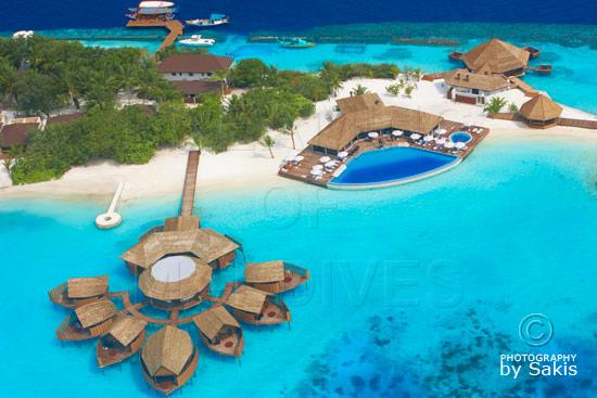 Lily Beach Maldives - Photo Aérienne. Vue sur le Spa et le bar piscine Aqua