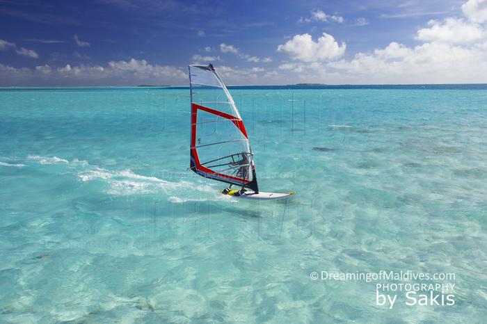 Planche à voile aux Maldives, Funboard aux Maldives, Kitesurf aux Maldives,…tous les plaisirs sont permis