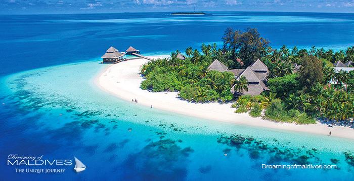 Rannalhi est entourée de récifs proches autour de l'île | Photo © Rannalhi