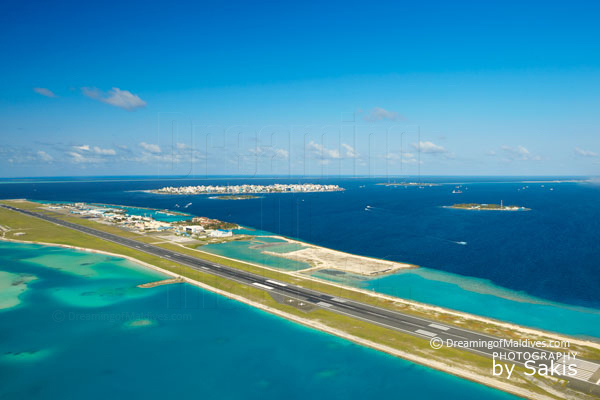 Maldives, aeroport international d'Hulhule .Vue sur la piste