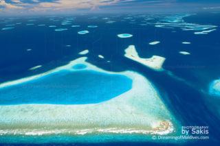 L'atoll de Male Nord Maldives et ses sites de plongee. Photo aerienne de l'Atoll .