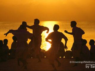 Danses et percussions traditionelles des Maldives, Le Bodu Beru