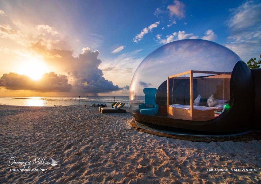 10 Lieux Extraordinaires À Voir Aux Maldives chambre Luxueuse en forme de bulle sur la plage de Finolhu Maldives