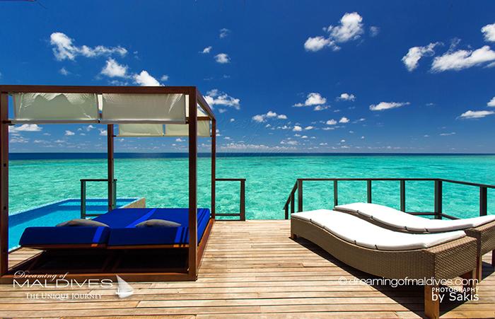 L'hôtel de Coco Bodu Hithi Maldives, le snorkeling sur les récifs est accessible directement depuis les villas sur pilotis | Photo