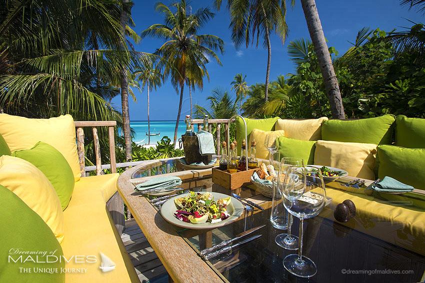 TOP 5 choses à faire hôtel Gili Lankanfushi Maldives. Manger à la Table 360 perchée dans les cocotiers avec vues panoramiques