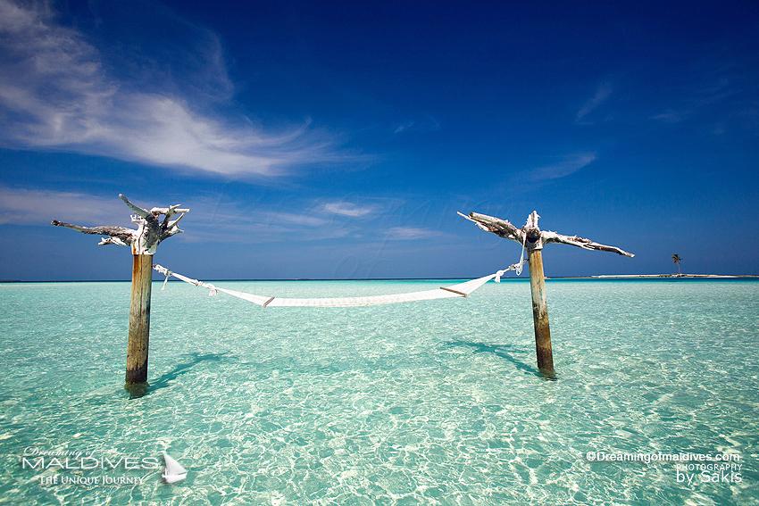TOP 5 choses à faire hôtel Gili Lankanfushi Maldives. Se prélasser dans le hamac planté dans le lagon
