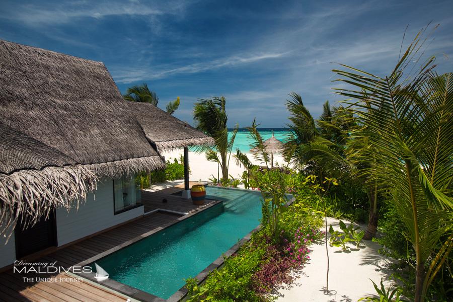 Ozen at Maadhoo Maldives. La piscine des Villas sur Plage