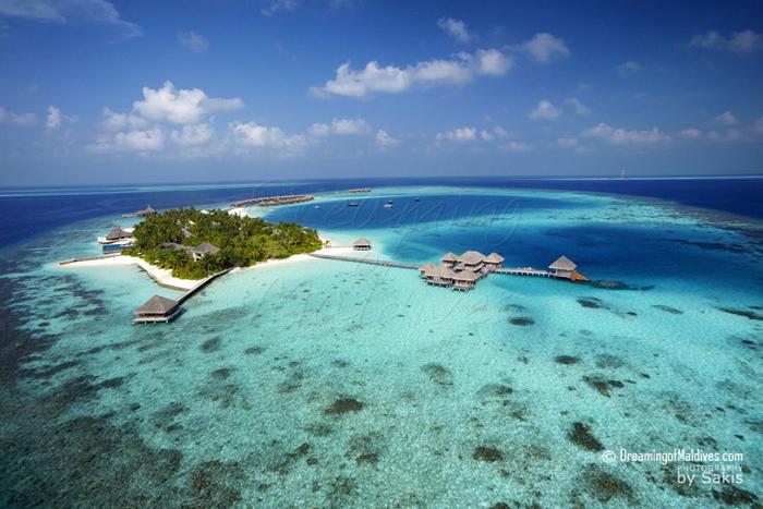 Huvafen Fushi Maldives Photo aérienne - De Gauche à droite, le pavillon sur pilotis dédié au Yoga et à la Gym et le Spa
