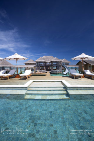 Vu depuis la piscine - Picture of Koralj Sunny Hotel by