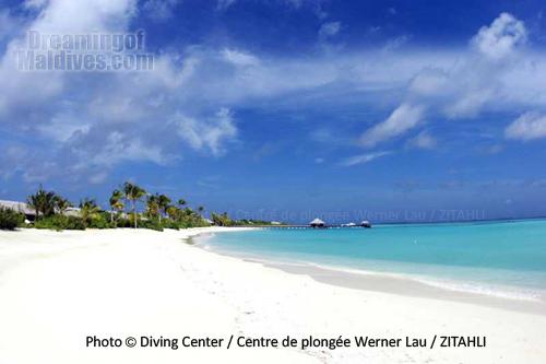 La plage de sable fin et son magnifique lagon. Zitahli Kuda-Funafaru