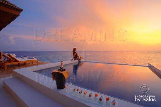 Lily Beach Maldives - Coucher de Soleil sur la piscine des Sunset Water Suites