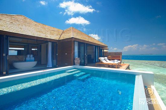 Lily Beach Maldives - La piscine des Sunset Water Suites