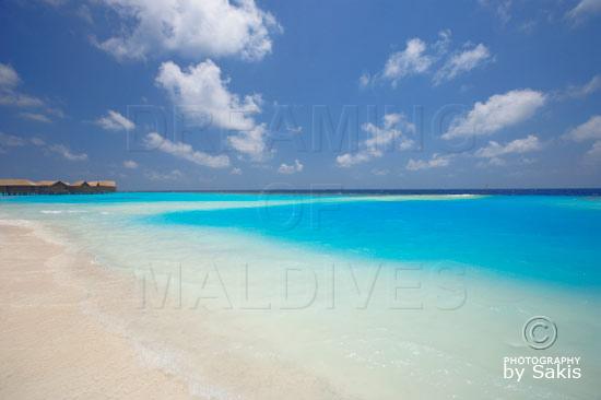 Lily Beach Maldives - Plage et lagon avec vue sur le Spa