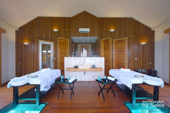Lily Beach Maldives - Le Spa. Salle de Massages et soins avec plancher de verre