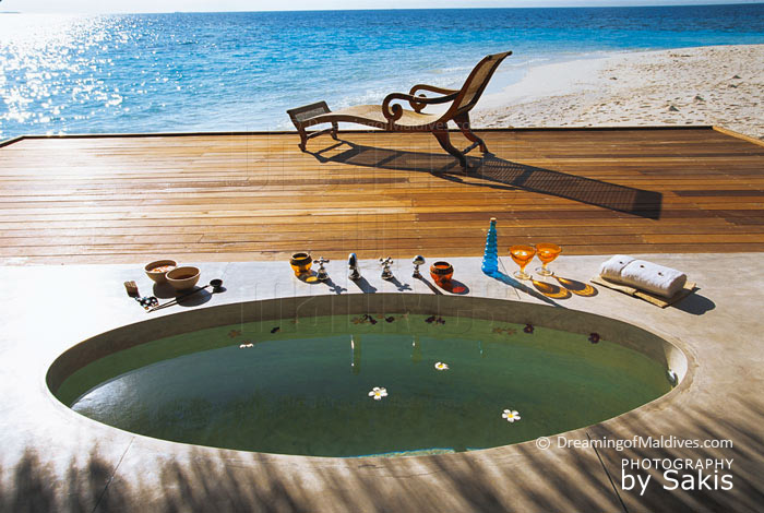 Photo du jour : Maldives. Jacuzzi ou Chaise longue ?