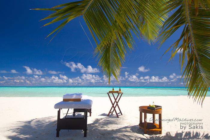 massage sur une plage des Maldives