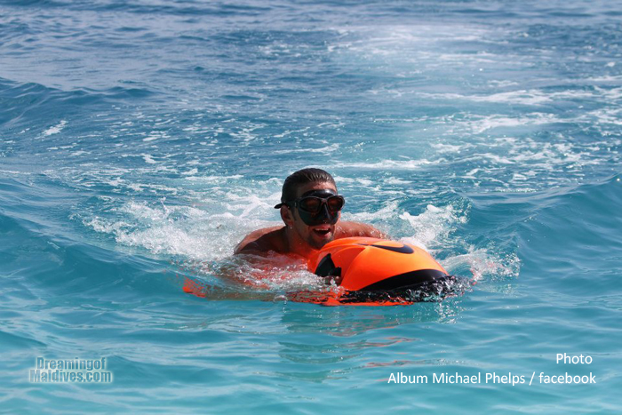 Michael Phelps en Seabob dans le lagon. Maldives. Conrad Maldives Rangali Island
