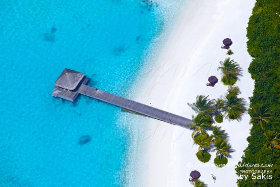 Galerie de Photos Naladhu Maldives - Vue Aérienne sur la jetée d'arrivée