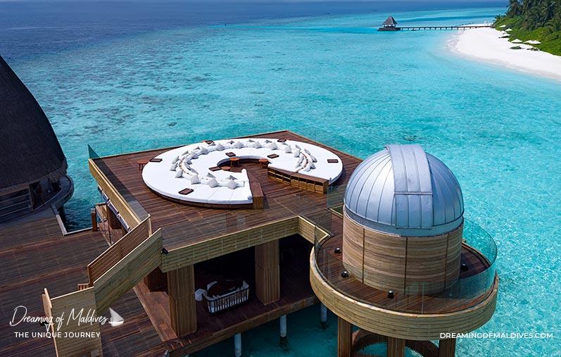10 Lieux Extraordinaires À Voir Aux Maldives Observatoire astronomique sur pilotis à Anantara Kihavah Maldives