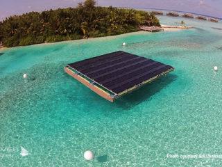 La Plateforme de Panneaux Solaire flottant sur le lagon de Gili Lankanfushi Maldives