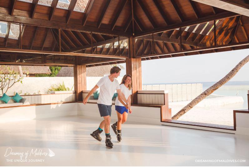 10 Lieux Extraordinaires À Voir Aux Maldives La patinoire à glace au Jumeirah Vittaveli