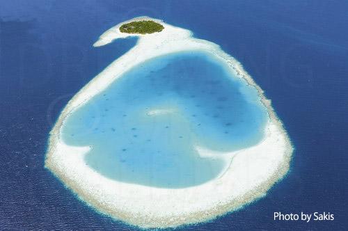 Photo aérienne des Maldives - Ile et son lagon