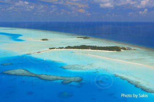 Photo aérienne des Maldives - Ile-Hotel avec recif et banc de sable