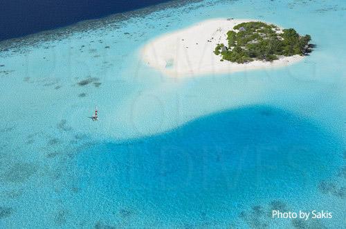 Photo aérienne des Maldives - Petite ile deserte