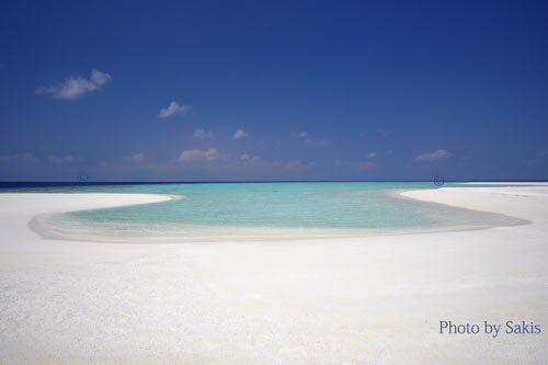 Piscine naturelle située sur un banc de sable aux Maldives