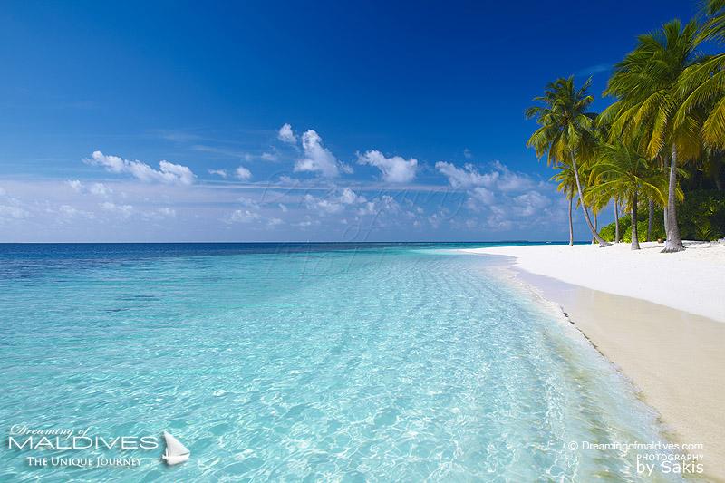 photo de plage paradisiaque dans les iles tropicales des maldives