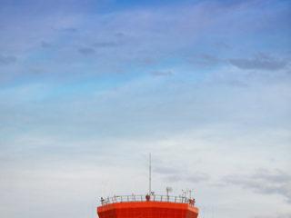 pleine lune aux Maldives. Tour de controle aeoroport