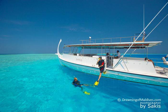 Plongee depuis un des bateaux de Baros Maldives
