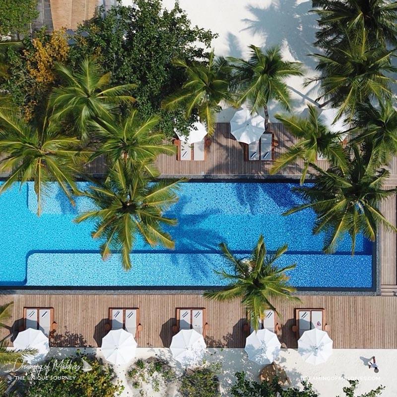 10 Lieux Extraordinaires À Voir Aux Maldives La plus longue piscine des Maldives au Fairmont Sirru Fen Fushi