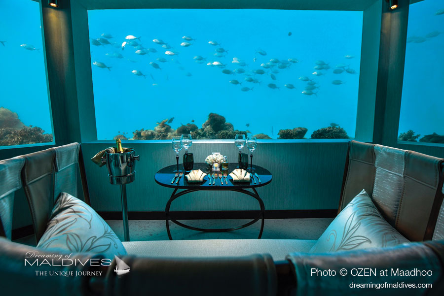 Descente sous le lagon à M6m le nouveau restaurant sous-marin à OZEN at Maadhoo