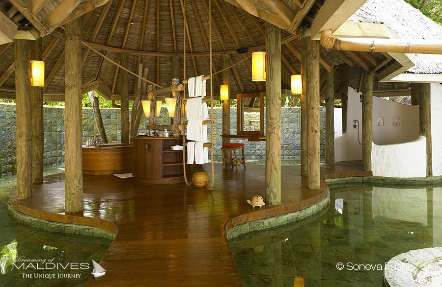 photo de salles de bain de rêve. les plus belles salles de bain baignoires et jacuzzis vus aux Maldives soneva fushi