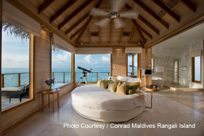 La Sunset Water Villa du Conrad Maldives Rangali Island choisie par Michael Phelps pour ses vacances. Salle de Bain