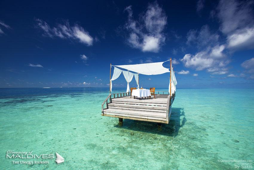 TOP 5 des Choses à faire à Hôtel Baros Maldives - Savourer un repas gastronomique en tête-à-tête au milieu du lagon
