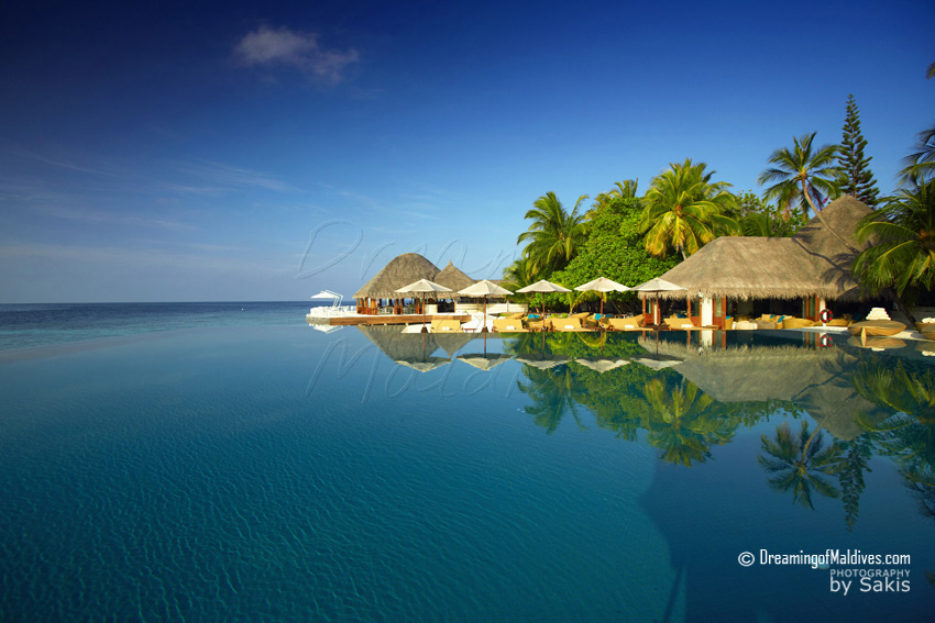 Huvafen Fushi Maldives Umbar, the resort main Bar is great for a Drink or a snack at any time of the day