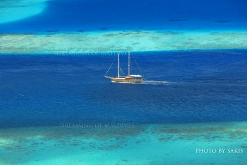 Maldives Liveaboard a ship cruising between reefs