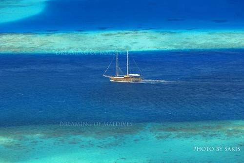 Maldives Liveaboard a ship cruising between reefs