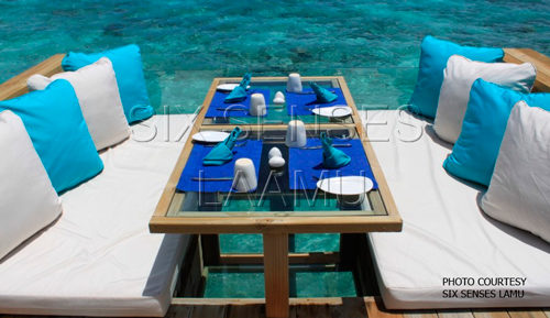 Six-Senses Laamu Deck-and-Dence Restaurant over the water Carbon-Free cooking