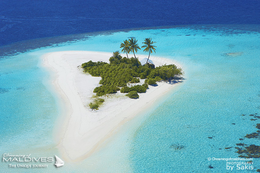 18 aerial photos of maldives amazing island shapes. Black Bedroom Furniture Sets. Home Design Ideas