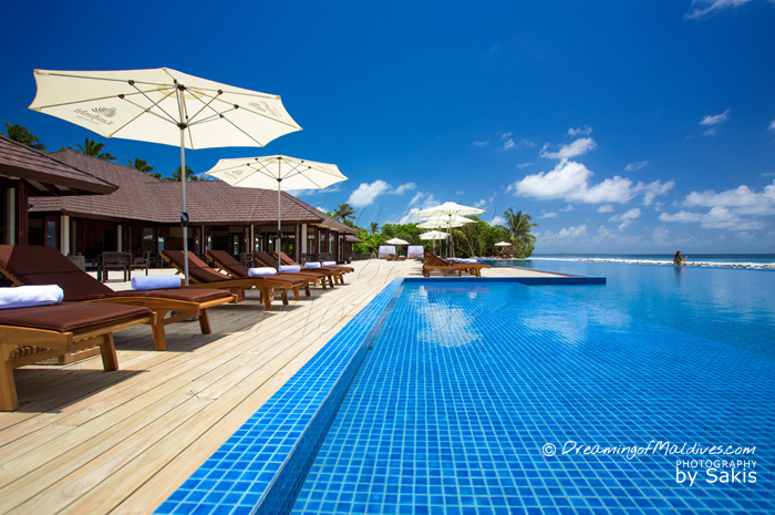 Atmosphere Kanifushi Maldives - The Resort Pool with open Views on the Ocean