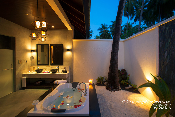 Atmosphere Kanifushi Maldives - Sunset Beach Villa, The open air Bathroom