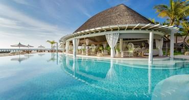 Cowry Club Pool Bar Kanuhura Maldives