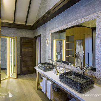 OZEN at Maadhoo. Earth Villa Bathroom